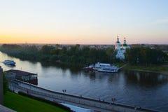 Tyumen, Россия, 16-ого июля 2018: Корабли мотора на пристани около Vozne Стоковые Изображения RF