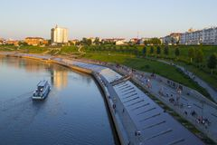 Tyumen, Россия, 16-ого июля 2018: Корабль мотора Tyumen плавает d Стоковые Изображения