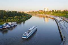 Tyumen, Россия, 16-ого июля 2018: Корабль мотора Tyumen плавает d Стоковая Фотография RF