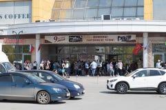 Tyumen, Россия, 8-ого мая 2019: Опорожнение людей от торгового центра стоковая фотография rf