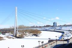 Tyumen Bron av vänner över Tura River Centralt område av Tyumen Arkivbilder