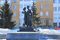 Tyumen Monument till studenter från Tyumen skolor som inte kom tillbaka från kriget Ryss Sibirien Royaltyfria Foton