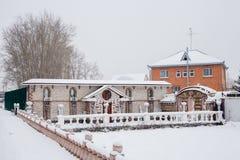 Tyumen Rosja, Listopad, - 06 2016: Krajobrazowy projekt pod śniegiem Obrazy Stock