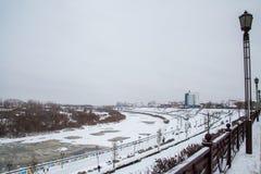 Tyumen Rosja, Listopad, - 05 2016: Zima krajobraz z zamarzniętym Obraz Stock
