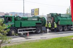 Tyumen, Rusland, op 9 Mei, 2019: Speciale voertuigen voor reparatie en het schoonmaken van rioolnetwerken royalty-vrije stock fotografie