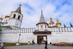 TYUMEN, RUSLAND - SEPTEMBER 9, 2016: Heilig Drievuldigheidsklooster in Tyumen, Rusland royalty-vrije stock foto's