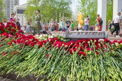 TYUMEN, RUSSIA - 09 MAY, 2019:  Monument Grieving mother and young warrior. Eternal flame stock images