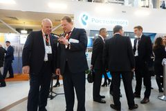 Tyumen, Russie, 09 07 2016 Forum des technologies innovatrices Scientifiques, politiciens et hommes d'affaires de communication photo stock