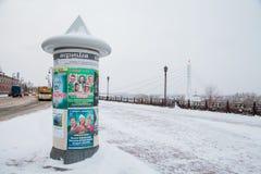 Tyumen, Russland - 5. November 2016: Winterlandschaft mit einem Beitrag Lizenzfreie Stockbilder