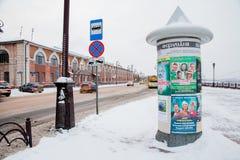 Tyumen, Russland - 5. November 2016: Winterlandschaft mit einem Beitrag Lizenzfreie Stockfotografie