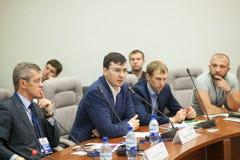 Tyumen Ryssland, 09 07 2016 Forum av innovativa teknologier Kommunikationsforskare, politiker och affärsmän royaltyfria foton