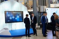 Tyumen Ryssland, 10 10 2018 Forum av innovativa teknologier Kommunikationsforskare, politiker och aff?rsm?n royaltyfria foton