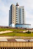 Tyumen Ryssland, på Augusti 2, 2018: Tura River Embankment i Tyum royaltyfria bilder