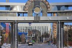 Tyumen-Stadt und Russe Sibirien Sonnenaufgang am Vergnügungspark stockfotos