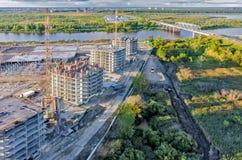 Άποψη σχετικά με το εργοτάξιο οικοδομής στον ποταμό Tyumen και Tura Στοκ Εικόνα