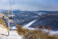 TZAHKADZOR,亚美尼亚- 2014年1月3日:在普遍的滑雪和气候手段的看法 ;耶烈万和5 km被找出的50 km东北部从d 免版税库存图片