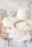 Tzfat乳酪、牛奶、酸奶干酪和麦子 免版税库存照片