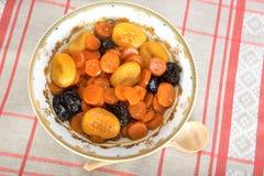 Tzimmes, tsimmes, μαγειρευμένα γλυκά καρότα με ξηρό - φρούτα Στοκ εικόνες με δικαίωμα ελεύθερης χρήσης