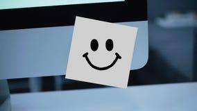 Uśmiechu charakter Uśmiechu rysunek na majcherze na monitorze royalty ilustracja
