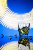 Uísque do cocktail um o vidro com gelo das partes Fotografia de Stock