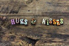 Uściśnięcie buziaki wita mile widziany uśmiech typografię fotografia stock