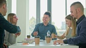 Uścisk dłoni przy Biznesowym spotkaniem Pokazuje pracę zespołową Zdjęcie Royalty Free