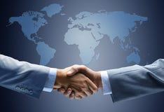 Uścisk dłoni z mapą świat Obraz Stock