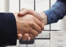 uścisku dłoni przedpole officemates zdjęcie stock