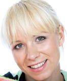 Uśmiech przygląda się blondy Fotografia Royalty Free