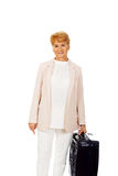 Uśmiech starsza kobieta z walizką Zdjęcia Royalty Free