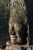 Uśmiechać się Buddha głowę kamień zdjęcia royalty free