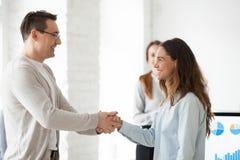 Uśmiechać się CEO handshaking excited żeńskiego gratulowanie z succe zdjęcie stock