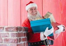 Uśmiechać się Santa Claus mienia prezenta pudełka Zdjęcie Royalty Free