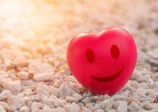 uśmiecha się serce miłość w walentynka dniu na kamieniu Obrazy Royalty Free