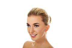 Uśmiechająca się młoda naga kobieta Obraz Royalty Free