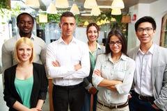 Uśmiechnięci biznesmeni stoi wpólnie Obrazy Stock