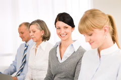 uśmiechnięci bizneswomanów potomstwa Zdjęcia Stock