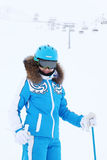 Uśmiechnięci kobiety narciarki spojrzenia przy kamerą Obrazy Royalty Free