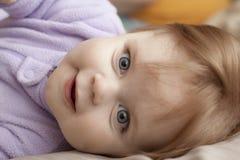 uśmiechnięci młodych dziewcząt fotografia stock