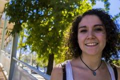 uśmiechnięci młodych kobiet Zdjęcia Royalty Free
