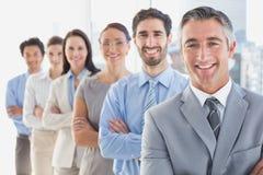 Uśmiechnięci pracownicy w linii Obrazy Royalty Free