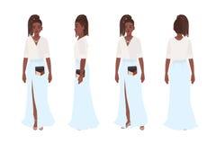 Uśmiechnięta amerykanin afrykańskiego pochodzenia dziewczyna ubierał w eleganckich przypadkowych ubraniach Ładna młoda kobieta je royalty ilustracja
