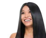 Uśmiechnięta azjatykcia dziewczyna piękno portret fotografia stock