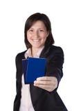 Uśmiechnięta biznesowa kobieta trzyma paszport Obraz Royalty Free