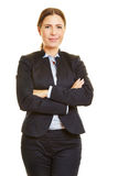 Uśmiechnięta biznesowa kobieta z jej rękami krzyżować fotografia royalty free
