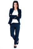 Uśmiechnięta bizneswoman pozycja z rękami składać Fotografia Stock
