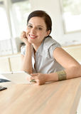 uśmiechnięta bizneswoman praca Zdjęcia Stock