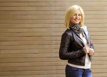 Uśmiechnięta blond kobieta Zdjęcie Stock