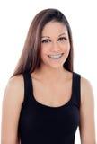 Uśmiechnięta chłodno dziewczyna z wspornikami Fotografia Royalty Free
