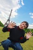 Uśmiechnięta chłopiec przed wieżą eifla w normie (los angeles wycieczka turysyczna Eiffel) Obrazy Stock